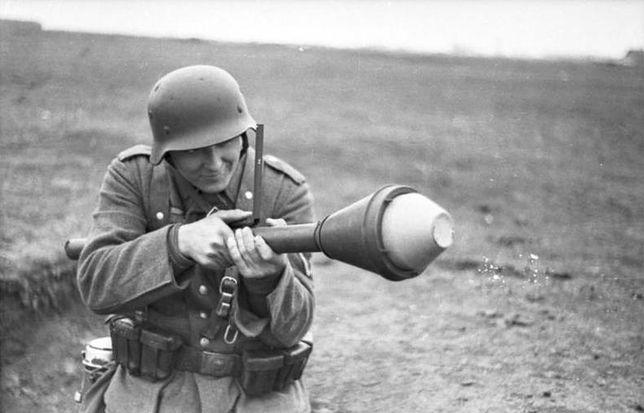 Niemiecki żołnierz z Panzerfaustem