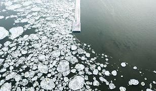 Bałtyk zimą. Niezwykłe zdjęcia znad polskiego morza zachwycają