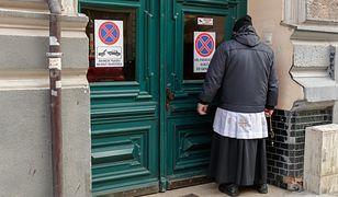 Polacy chętnie dają datki po kolędzie. Mniej niż sto złotych w kopercie