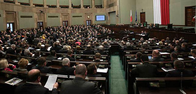 Prawie milion na nagrody w Kancelarii Sejmu