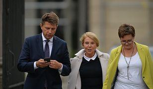 Lider Nowoczesnej Ryszard Petru, przewodnicząca klubu Katarzyna Lubnauer i posłanka Barbara Dolniak wychodzą ze spotkania z prezydentem Andrzejem Dudą