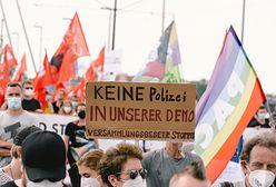 """Niemcy. Zamieszki w Duesseldorfie. """"Niedopuszczalny atak na wolność prasy"""""""