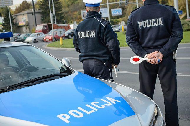 Policjanci boją się pouczać, bo czekają ich za to kary. Dlatego wystawiają tyle mandatów
