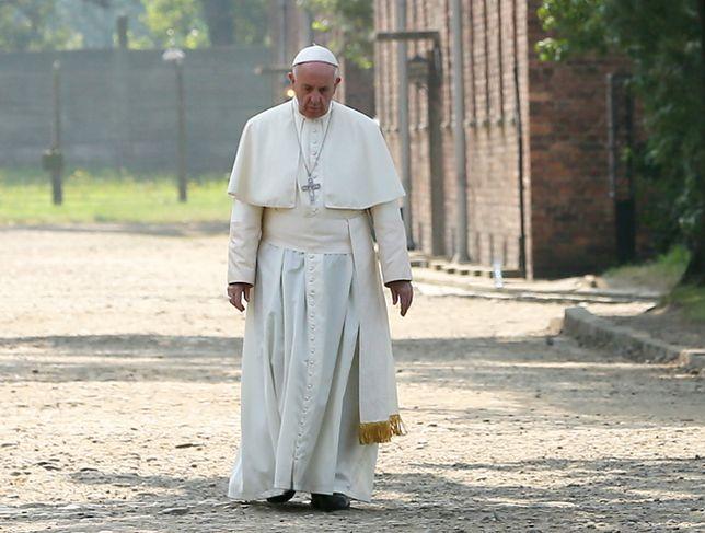 Papież Franciszek w byłym niemieckim obozie zagłady Auschwitz