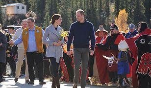 Kowbojskie kozaki i szary płaszcz. Casualowa Kate w Kanadzie