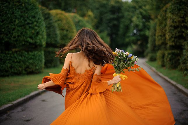 Niezwykłe sukienki na letnie przyjęcie nie muszą kosztować fortuny