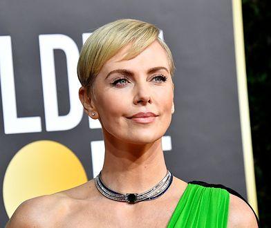 Charlize Theron zaskoczyła suknią na Złotych Globach