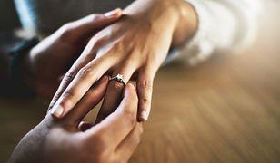 Kupienie pierścionka zaręczynowego to nie lada wyzwanie