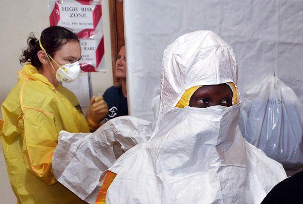 Pracownicy medyczni w szpitalu w Monrowii