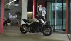 Honda zbudowała motocykl, który się nie przewraca