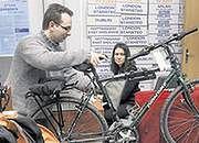 Jacek Mokrasiński z Łodzi zabrał do Kopenhagi rower, popularny tam środek lokomocji