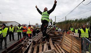 Kulejąca prezydentura Macrona. Prezydent tonie w protestach i kreuje nowych wrogów