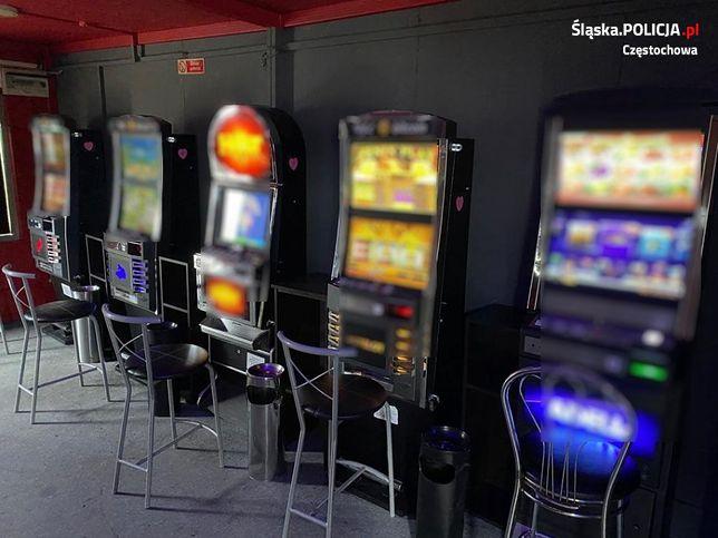 Śląskie. Policjanci w Częstochowie znaleźli 5 nowych nielegalnych automatów w salonie gier, w którym wcześniej wykryli już podobne urządzenia.