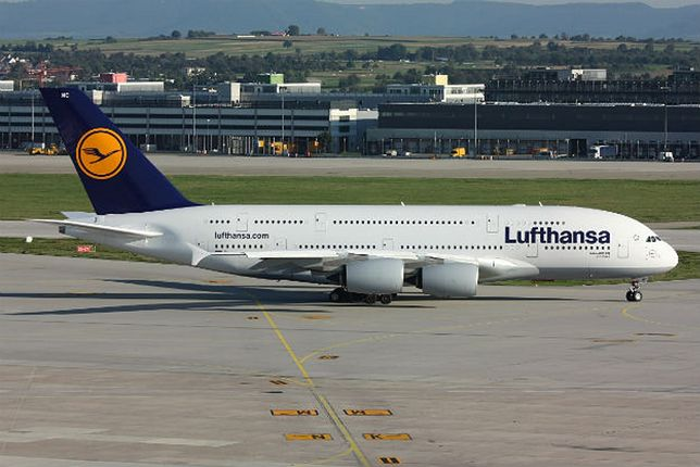 Samoloty Lufthansy wyróżnia niebiesko-żółte logo na ogonie