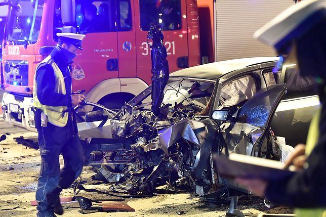 Łódź. 28-latek z BMW zatrzymany. Rozbite auta na skrzyżowaniu (ZDJĘCIA)