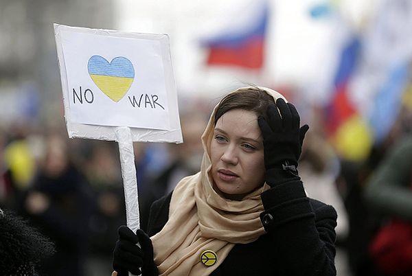 Uczestniczka demonstracji przeciwko Władimirowi Putinowi
