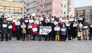 Szczecin. Protestowali w obronie ofiary księdza pedofila. Stanisław Michalkiewicz ujawnił jej dane