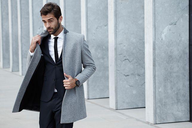 Płaszcz najlepiej pasuje do garnituru