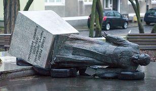 Przewrócili pomnik prałata Henryka Jankowskiego w Gdańsku. Jest akt oskarżenia