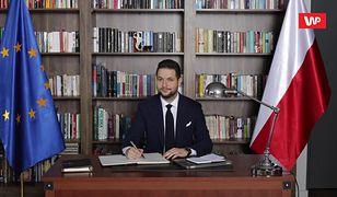 """Trzaskowski komentuje słynne zdjęcie z Jakim. """"Nagle pokochał flagę unijną"""""""