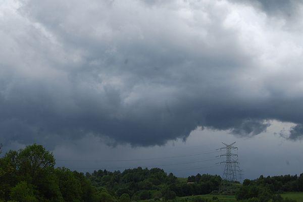 Rządowe Centrum Bezpieczeństwa ostrzega przed intensywnymi opadami deszczu