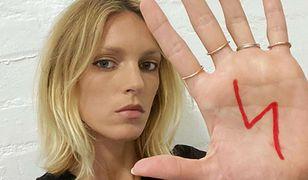 """Anja Rubik na okładce """"Vogue Polska"""". Wzięła udział w odważnej sesji"""