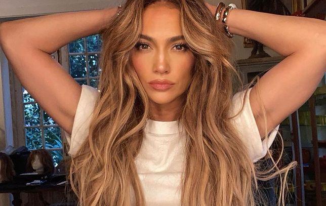 Jennifer Lopez zapozowała zupełnie nago.