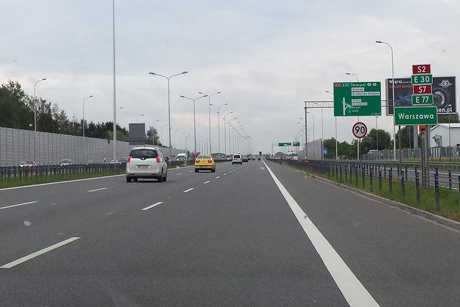 Trasa S2, jak każda droga ekspresowa w Polsce, jest bezpłatna dla kierowców samochodów osobowych