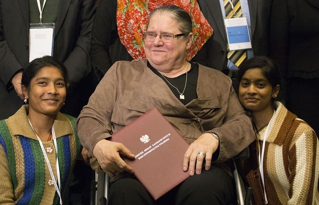 """Helena Pyz od 30 lat leczy trędowatych. Mówią o niej """"mama"""""""