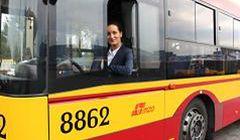Setna kobieta za kierownicą autobusu miejskiego. Skąd popularność tego zawodu?