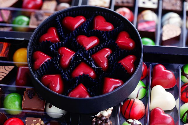 Pudełko efektownych pralin to uroczy upominek na Walentynki lub urodziny