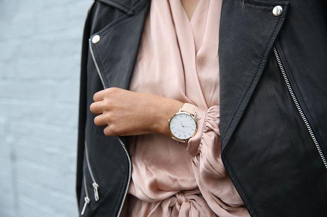 Ramoneska pasuje do luźnych i bardziej eleganckich stylizacji