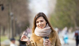 Lekkie i ciepłe futerko ekologiczne będzie tak samo przydatne jak wełniany płaszcz