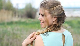 Subtelne i dziewczęce fryzury są praktyczne i świetnie sprawdzają się podczas letnich dni
