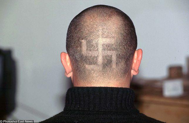 """Kto dziś czyta w Polsce """"Mein Kampf"""", w której Hitler zawarł podstawy swoich teorii antysemickich i narodowo-socjalistycznych?"""