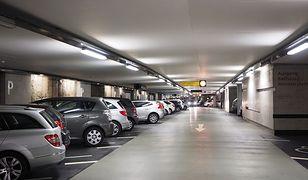 Parkingowy absurd. Policja i straż miejska są bezradne, ludzie rozgoryczeni