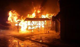 Spłonęła stolarnia w Pleszewie. Z pożarem walczyło 50 strażaków