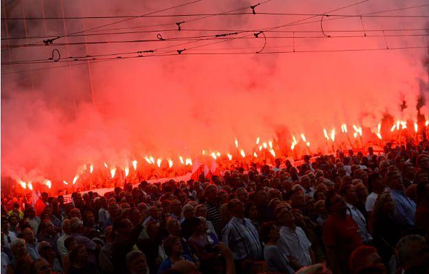 Poznaniacy podczas głównych uroczystości obchodów 60. rocznicy Poznańskiego Czerwca''56, które odbyły się na pl. Adama Mickiewicza