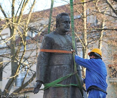 Rozbiórka pomnika ks. Jankowskiego w Gdańsku