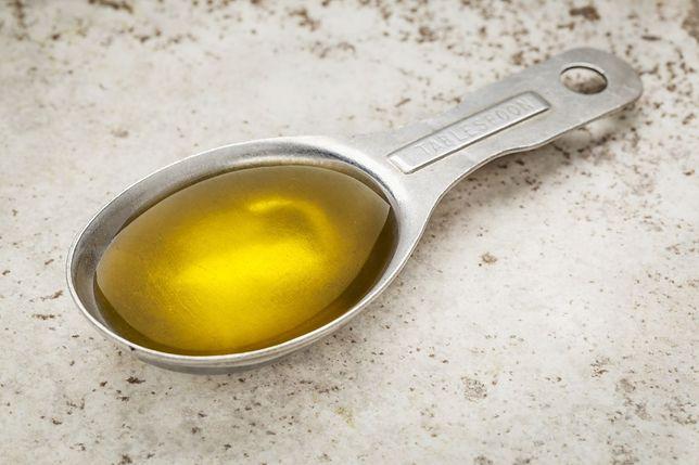 Czemu służy oil pulling, czyli płukanie ust olejem?