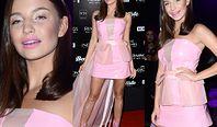 Julia Wieniawa prowokuje w sukience z ozdobną plandeką