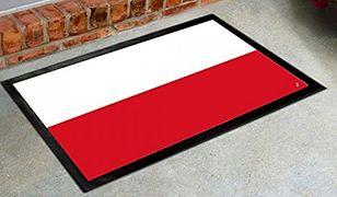 Doniesienie do prokuratury ws. polskich flag-wycieraczek