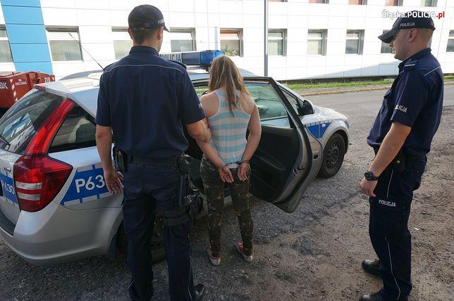 Matka przyszła na komisariat szukać córeczki. Była pijana