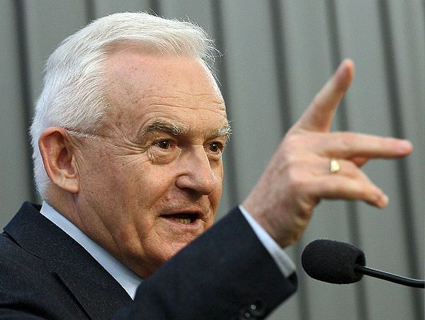 Miller: Kaczyński kłamie w sprawie Stoczni Szczecińskiej