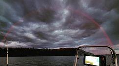 Niezwykła tęcza nad jeziorem. Nagranie z Finlandii