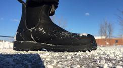 Sól ze śniegiem niszczy obuwie. Oto kilka sposobów, by temu zapobiec