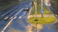 Jeździł do przodu i do tyłu. Dziwne zachowanie na skrzyżowaniu w Olsztynie