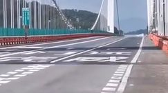 Falujący most. Oto potęga wiatru