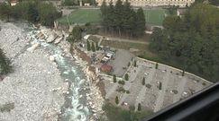 Gwałtowne burze i powódź podzieliły górską wioskę na pół