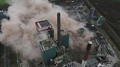Niemcy likwidują starą elektrownię. Spektakularne nagranie z wyburzenia